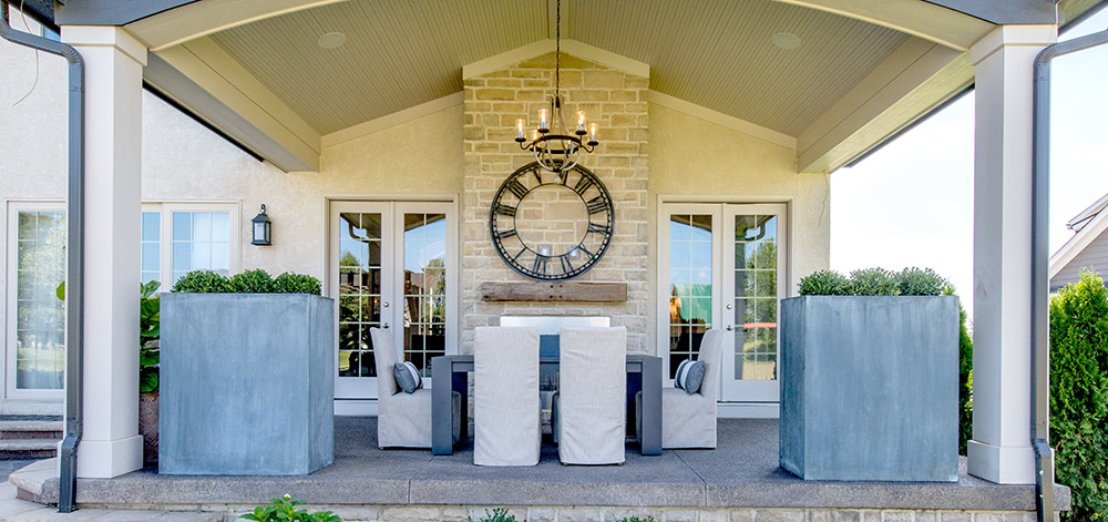 outdoor living spaces_for_luxury custom home builder